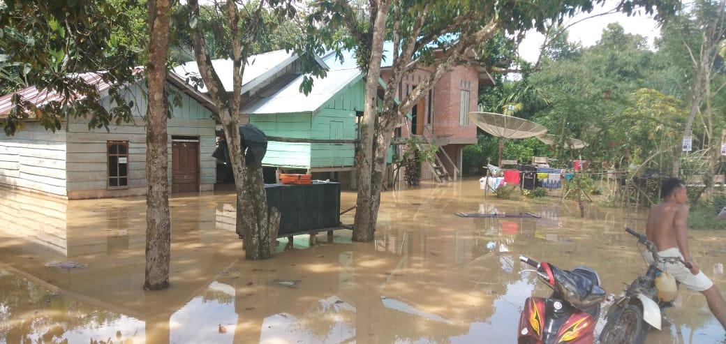Banjir yang menggenangi pemukiman warga